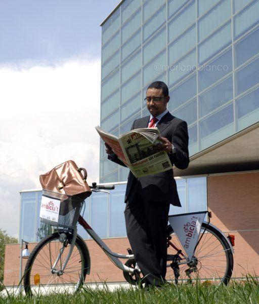 Modelo con bicicleta