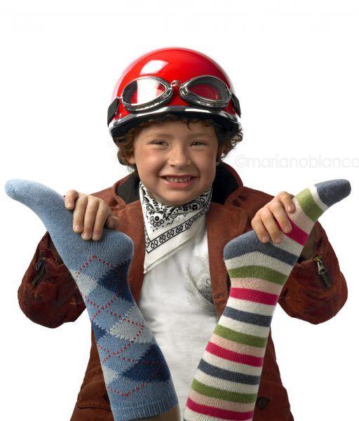 Niño y calcetines