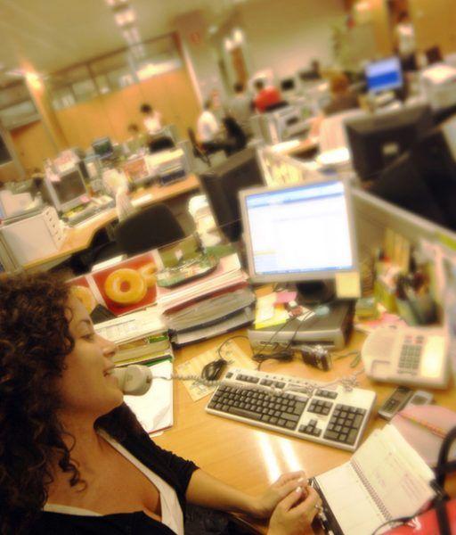 Secretaria en oficina