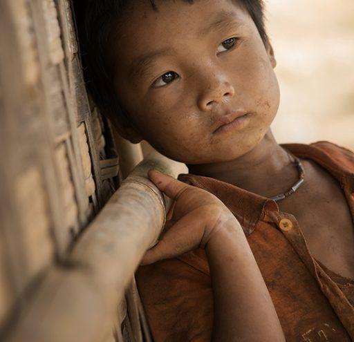 Fotografía Myanmar niño en poblado