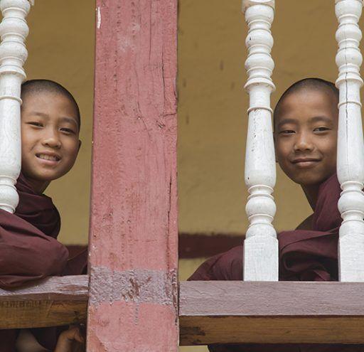 Fotografía Myanmar  niños Monjes Budistas