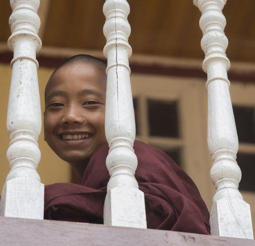 fotografía  Myanmar niño monje