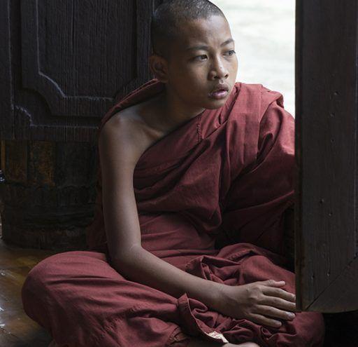 Fotografía  niño budista Myanmar 2