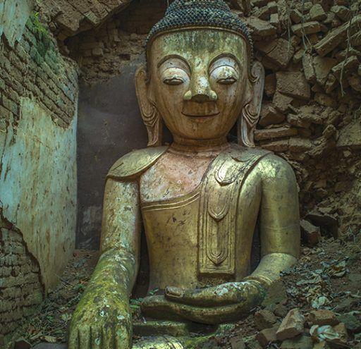 Fotografía Myanmar Buda entre ruinas